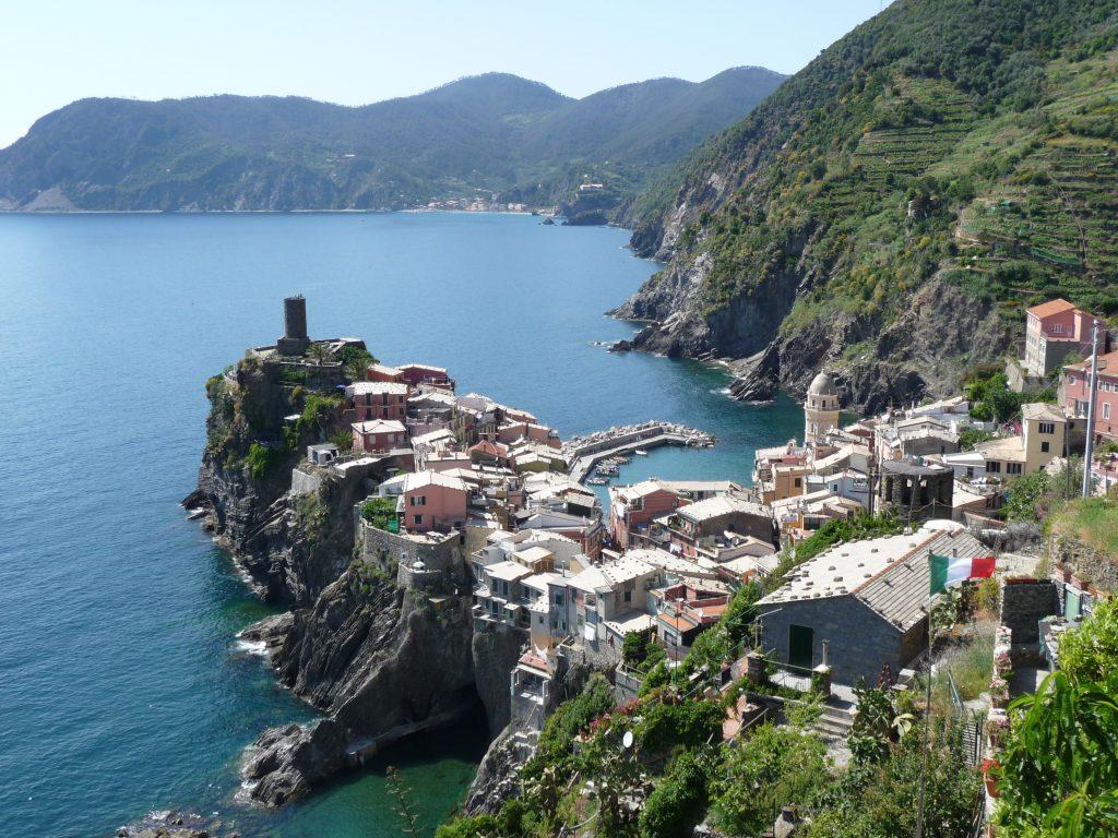 Vakantie vieren bij de Cinque Terre, Ligurië, Italië? https://www.italiaansebloemenriviera.nl/cinqueterre-monterossoalmare-vernazza-corniglia-manarola-riomaggiore-vakantie-bloemenriviera-italie/