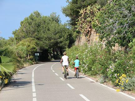 fietsen langs de bloemenrivièra, Italië
